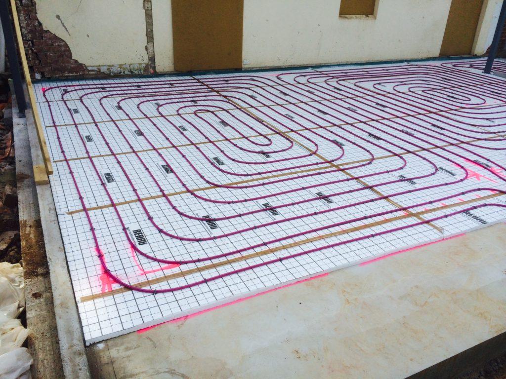 Hydronic underfloor and radiator heating with geoexchange